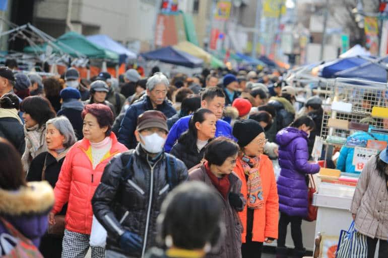 boroichi market crowds