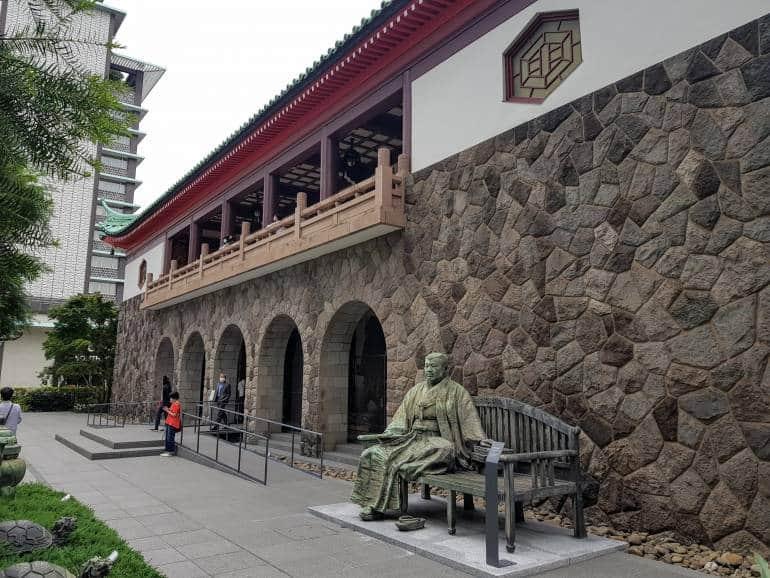 Seated statue outside Okura Museum of Art