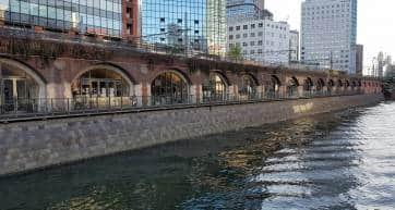 Maachi Ecute Kanda Manseibashi as seen from Manseibashi Bridge on the Kanda River