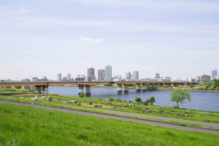 Arakawa River cycling path and bridge