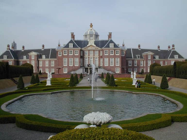 Huis ten bosch little holland in nagasaki japan cheapo for Huis ten bosch hague
