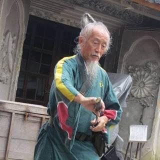 Strolling Around Kyoto with Samurai Joe