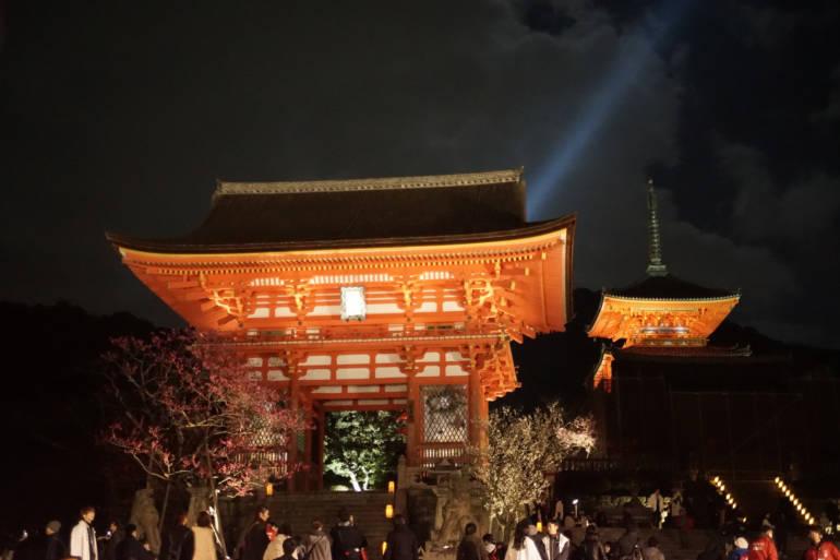 Higashiyama Hanatouro Temple