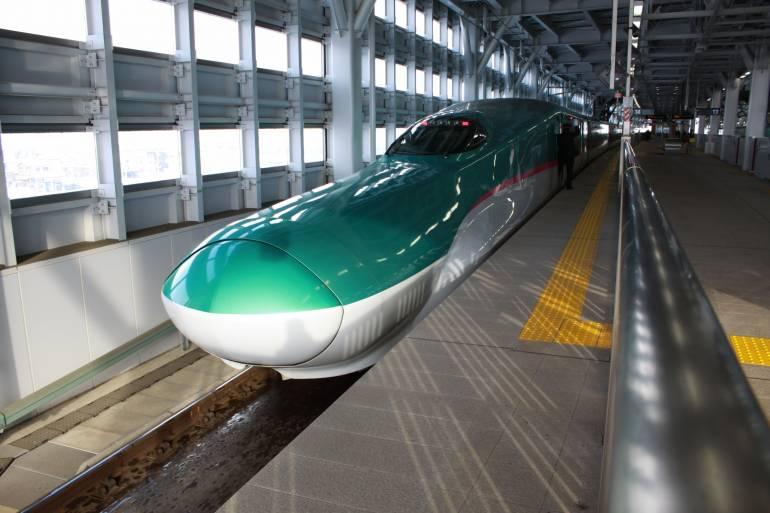 E5 series Shinkansen at Shin-Aomori Station