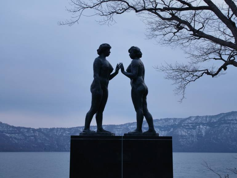 towada maidens statue
