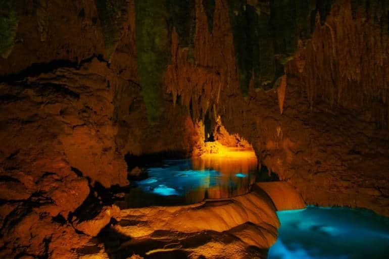 Gyokusendo Cave japan underground