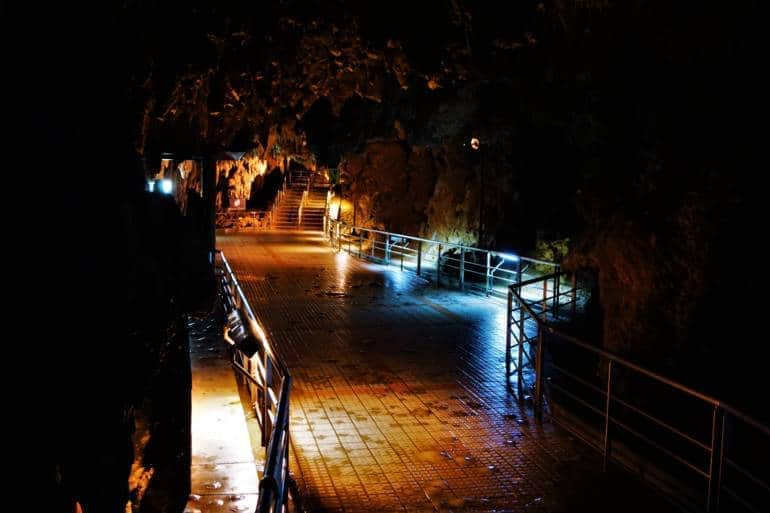 Gyokusendo cave