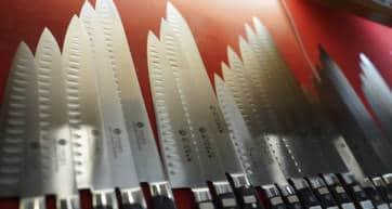 Knives in Doguyasuji Shotengai