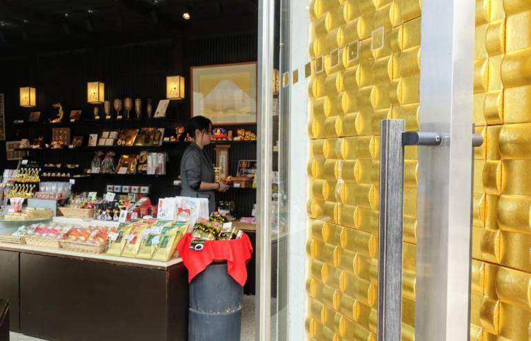 Kanazawa Souvenirs Shopping
