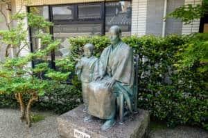 Izumi Kyoka Kinenkan Statue