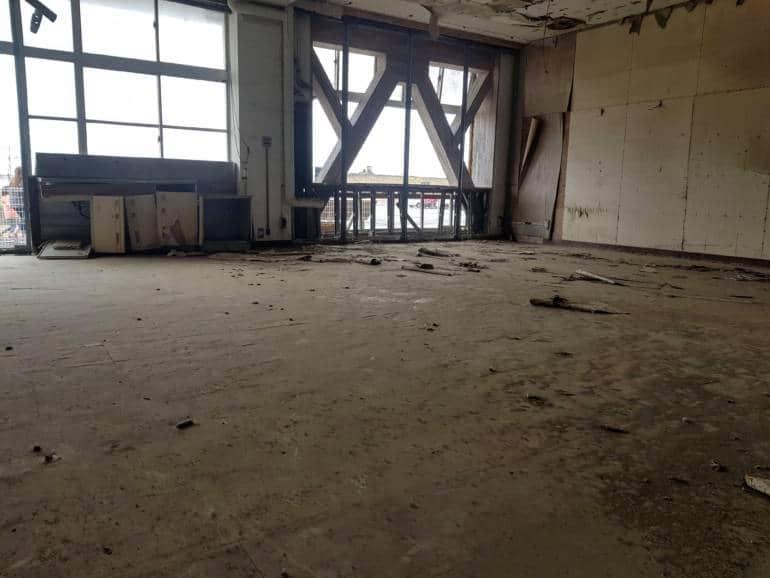 Arahama Elementary School ground floor damage