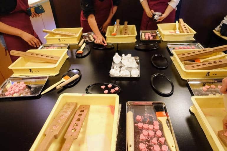 Sweets making Kanazawa crafts