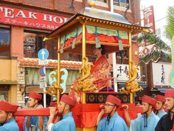 The Queen being carried by palanquin