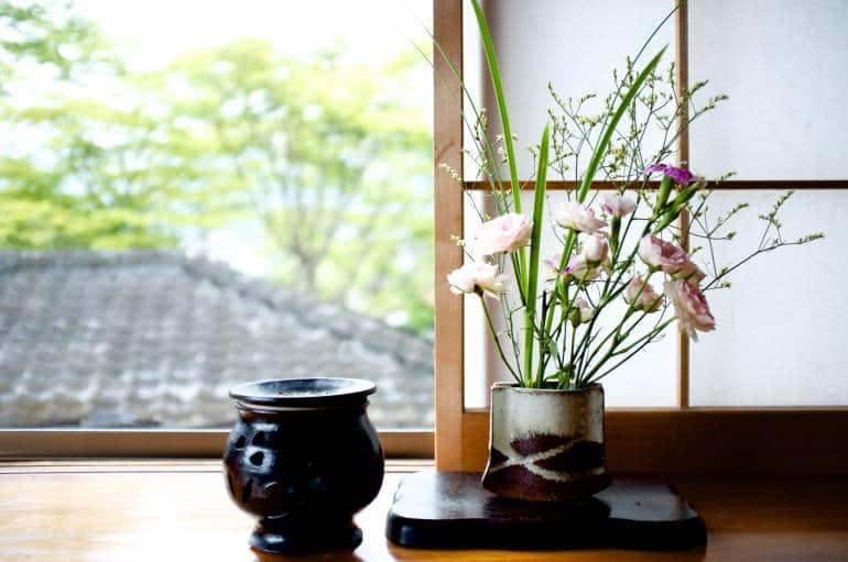 Ikebana in window