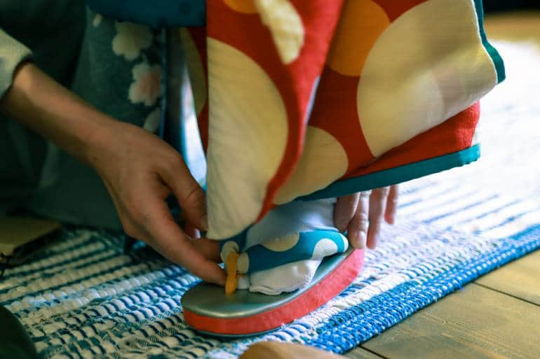 Kimono fitting with geta and tabi