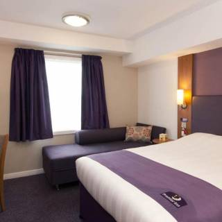 Premier Inn Heathrow Bath Road