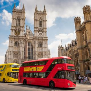 London Sightseeing by Bus: Nature, Architecture and Historical Landmarks
