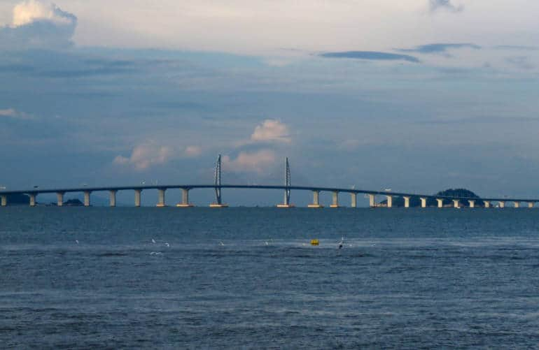 how to cross the Hong Kong–Zhuhai–Macau Bridge