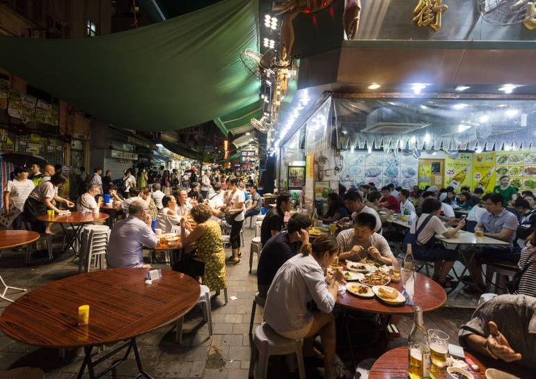 Temple street night market street food in Hong Kong