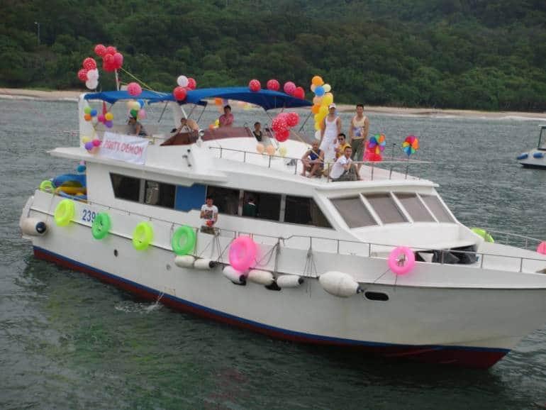 junk boat hong kong beach