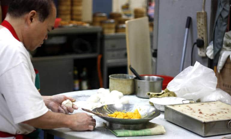 Lei Heung Teahouse dim sum making