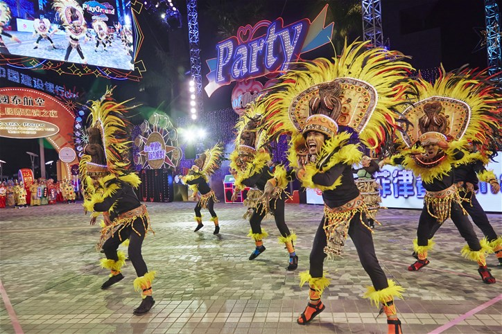 dance troupe chinese new yer
