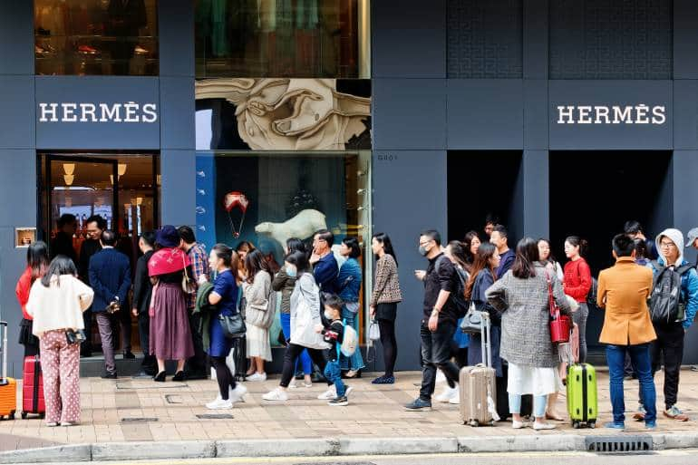 Line-up of customers in front of a Hermes store