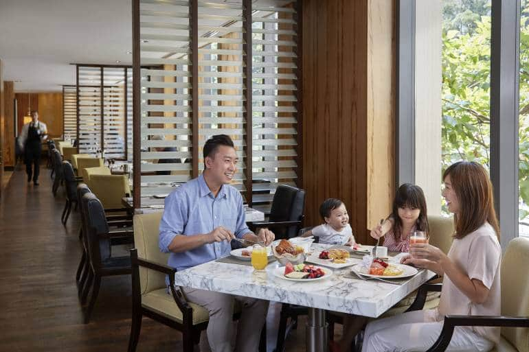 Mandarin-Oriental-Hong-Kong-Hotel-Dining-Cafe-Causette-Family-Dining-Breakfast